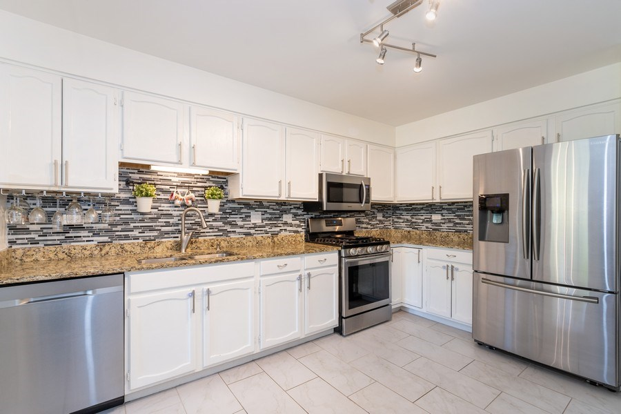 Real Estate Photography - 107 Windwood Ct, Buffalo Grove, IL, 60089 - Kitchen