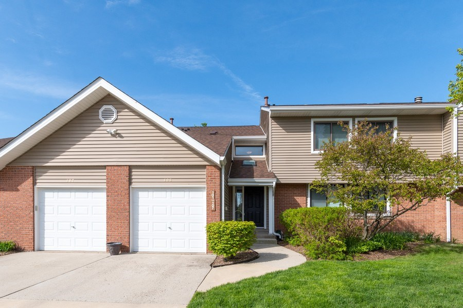 Real Estate Photography - 107 Windwood Ct, Buffalo Grove, IL, 60089 - Front View