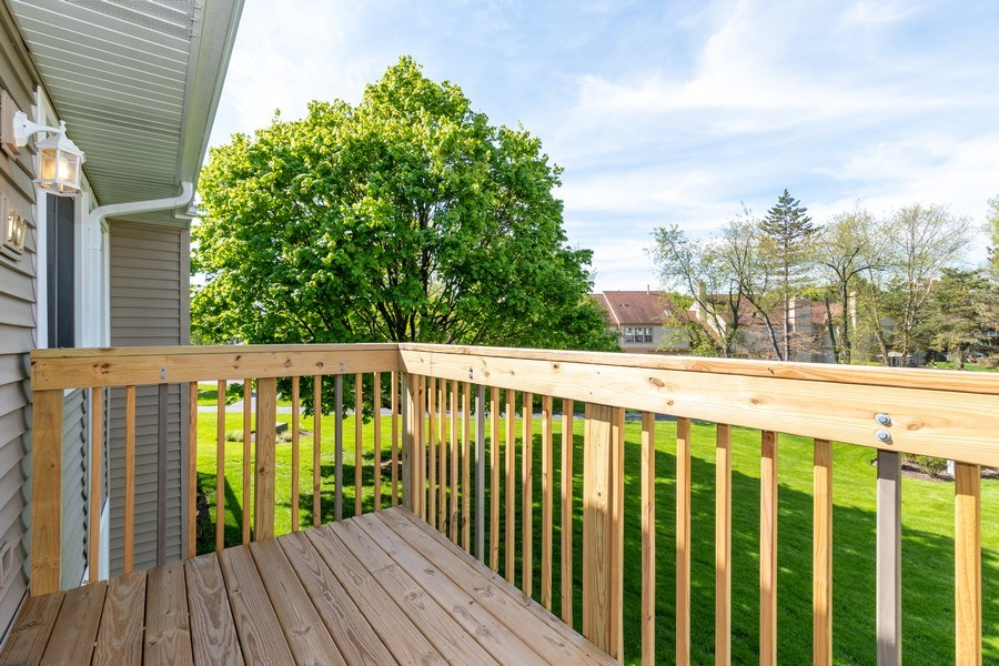 Real Estate Photography - 107 Windwood Ct, Buffalo Grove, IL, 60089 - Balcony
