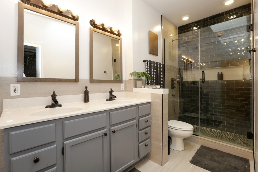 Real Estate Photography - 4055 N Sheridan Rd, #5, Chicago, IL, 60613 - Master Bathroom