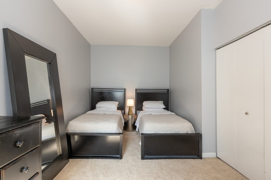 Real Estate Photography - 4055 N Sheridan Rd, #5, Chicago, IL, 60613 - Bedroom
