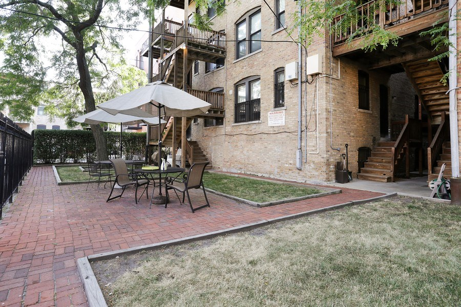 Real Estate Photography - 4055 N Sheridan Rd, #5, Chicago, IL, 60613 - Back Yard