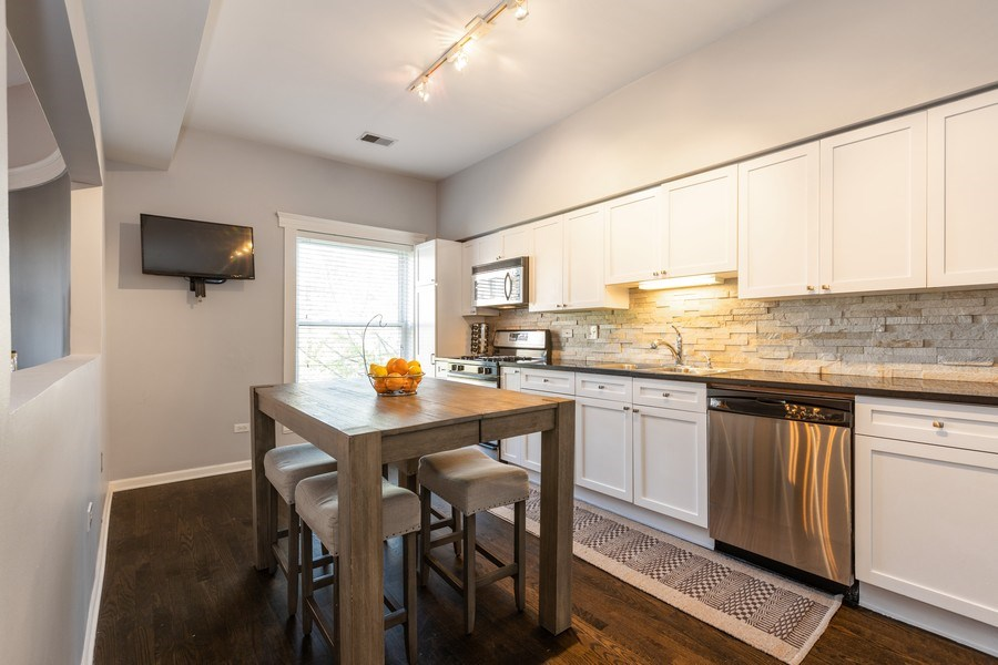 Real Estate Photography - 4055 N Sheridan Rd, #5, Chicago, IL, 60613 - Kitchen