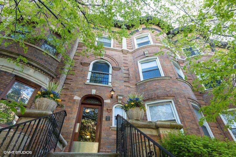 Real Estate Photography - 4055 N Sheridan Rd, #5, Chicago, IL, 60613 -