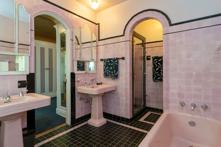 Real Estate Photography - 415 Linden Ave, Oak Park, IL, 60302 - Master Bathroom