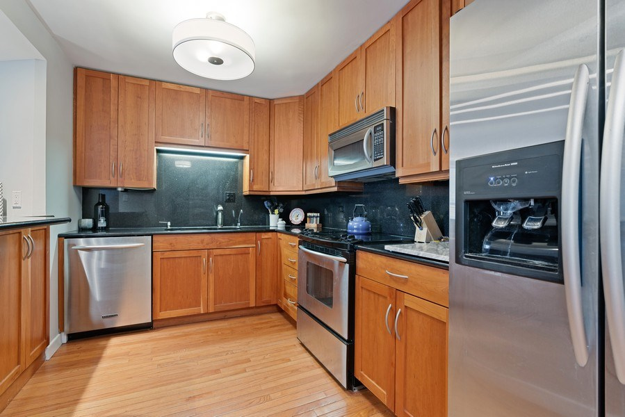 Real Estate Photography - 2626 N Lakeview Ave, Unit 1909, Chicago, IL, 60614 - Kitchen