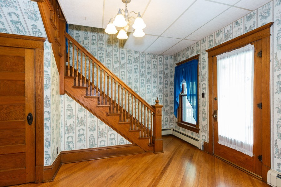 Real Estate Photography - 307 Monroe St, Gardner, IL, 60424 - Foyer