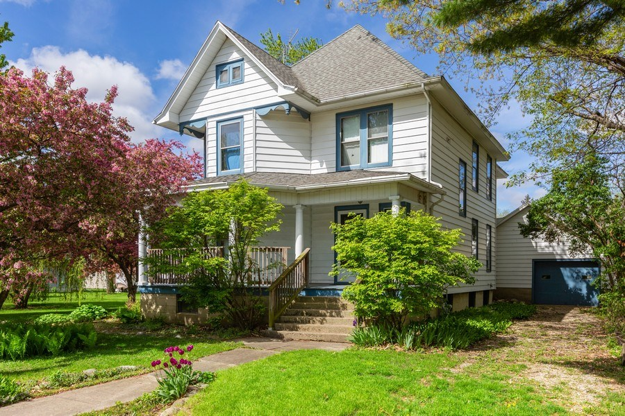 Real Estate Photography - 307 Monroe St, Gardner, IL, 60424 - Front View