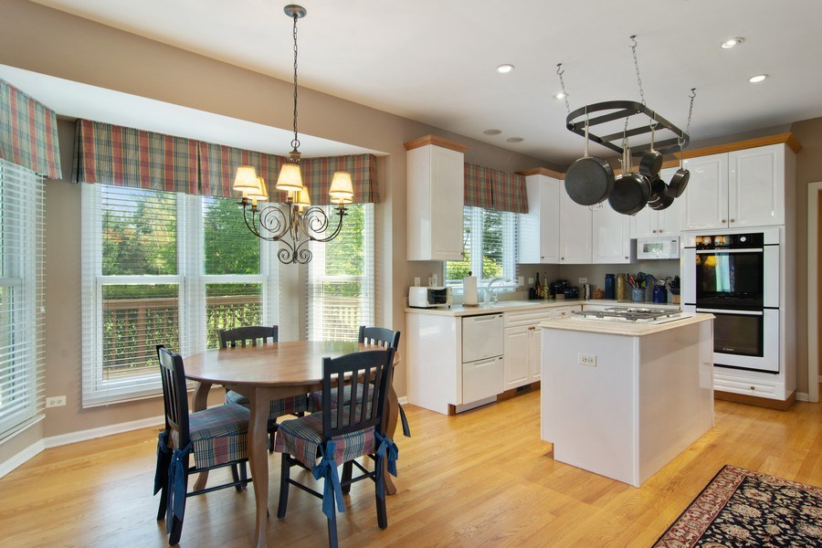 Real Estate Photography - 193 Boxwood, Hawthorn Woods, IL, 60047 - Kitchen / Breakfast Room