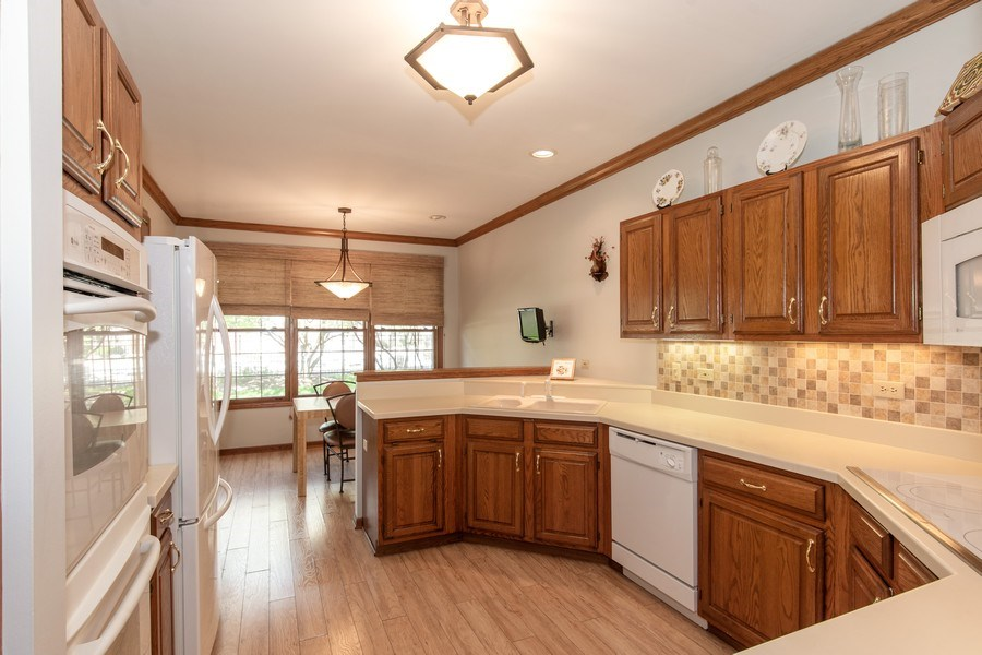 Real Estate Photography - 100 Radcliffe Ct, Glenview, IL, 60026 - Kitchen