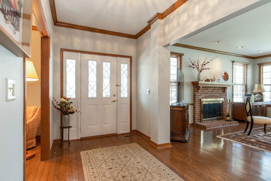 Real Estate Photography - 100 Radcliffe Ct, Glenview, IL, 60026 - Foyer
