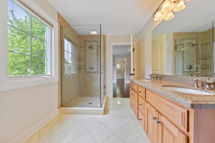 Real Estate Photography - 663 S Mitchell, Elmhurst, IL, 60126 - Jack & Jill Bathroom