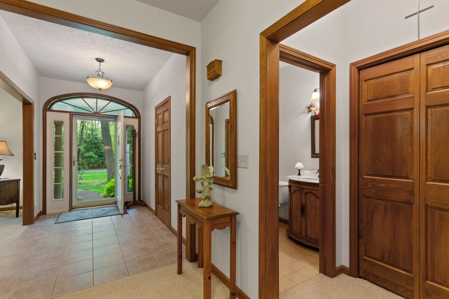 Real Estate Photography - 1501 Orchard, Niles, MI, 49120 - Foyer