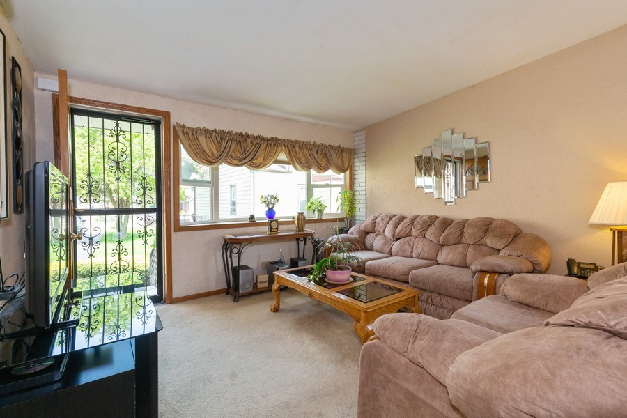 Real Estate Photography - 4548 N. Newland, Harwood Heights, IL, 60706 - Living Room