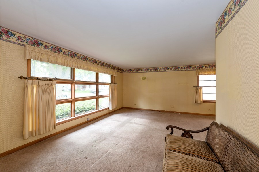 Real Estate Photography - 6 S Maple St, Mount Prospect, IL, 60056 - Living Room