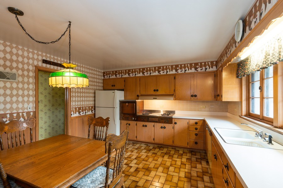 Real Estate Photography - 6 S Maple St, Mount Prospect, IL, 60056 - Kitchen