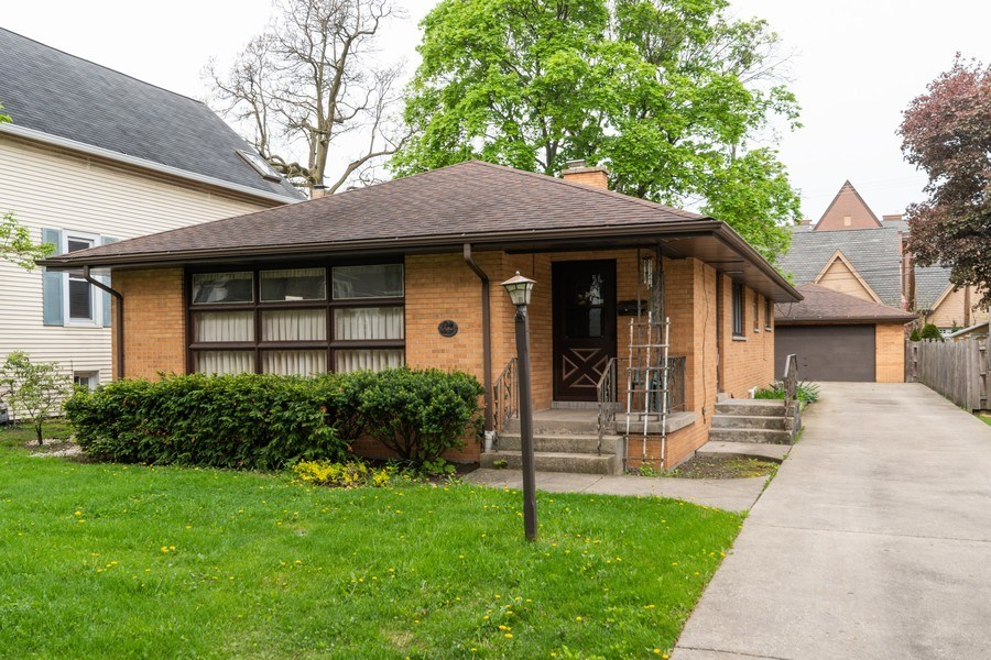 Real Estate Photography - 6 S Maple St, Mount Prospect, IL, 60056 - Front View