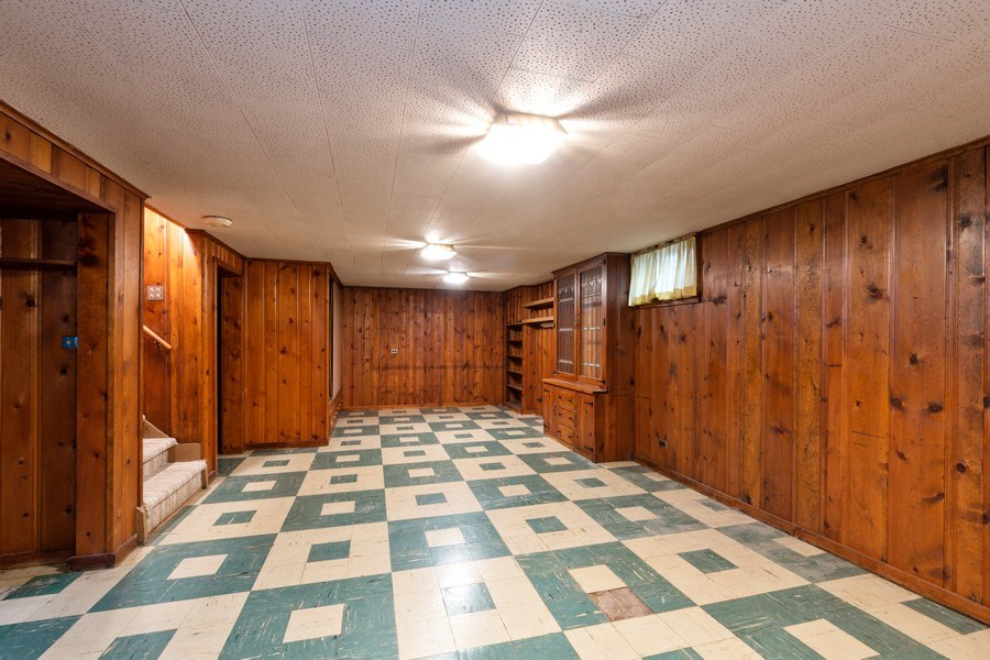 Real Estate Photography - 6 S Maple St, Mount Prospect, IL, 60056 - Hallway