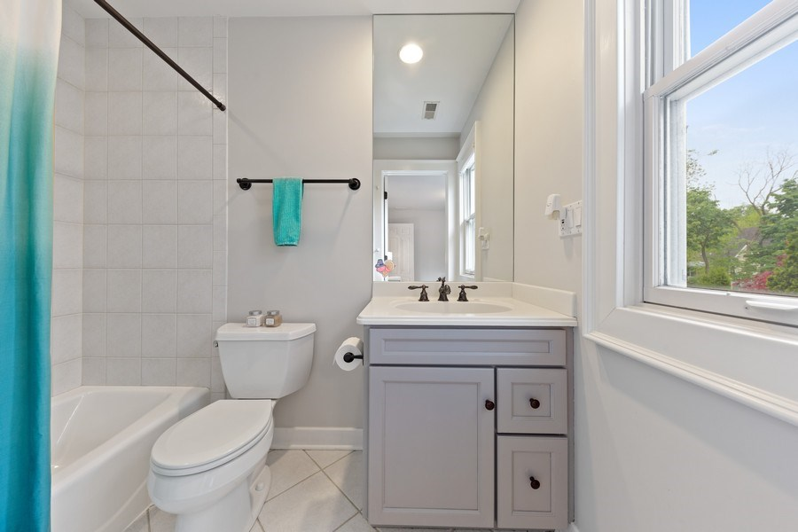 Real Estate Photography - 121 N Park Ave, Hinsdale, IL, 60521 - 4th Bathroom