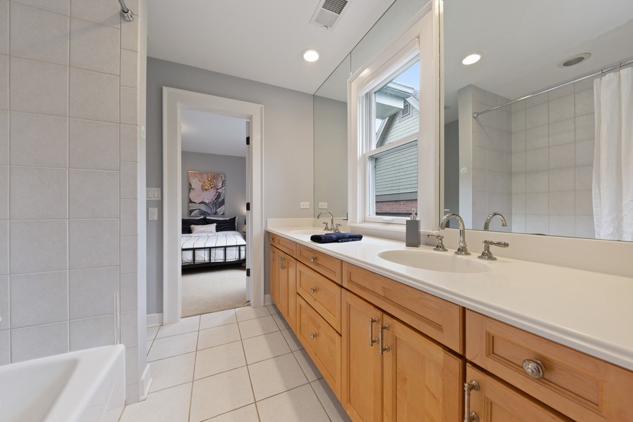 Real Estate Photography - 121 N Park Ave, Hinsdale, IL, 60521 - 3rd Bathroom