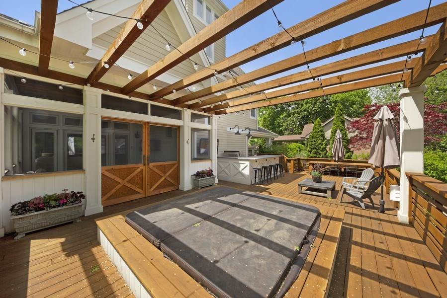 Real Estate Photography - 121 N Park Ave, Hinsdale, IL, 60521 - Deck