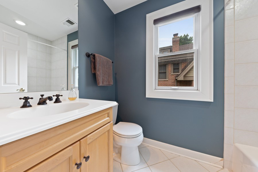 Real Estate Photography - 121 N Park Ave, Hinsdale, IL, 60521 - 2nd Bathroom