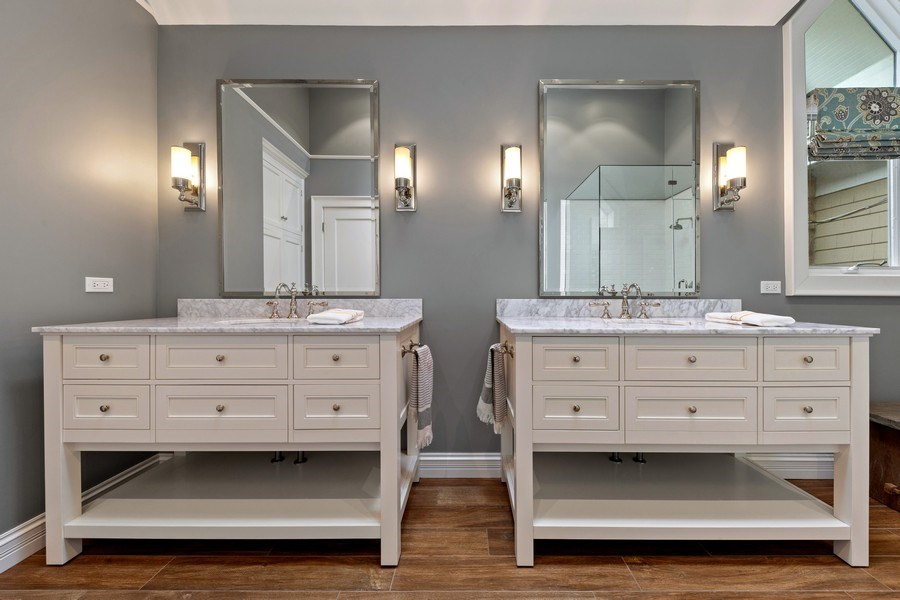 Real Estate Photography - 121 N Park Ave, Hinsdale, IL, 60521 - Master Bathroom
