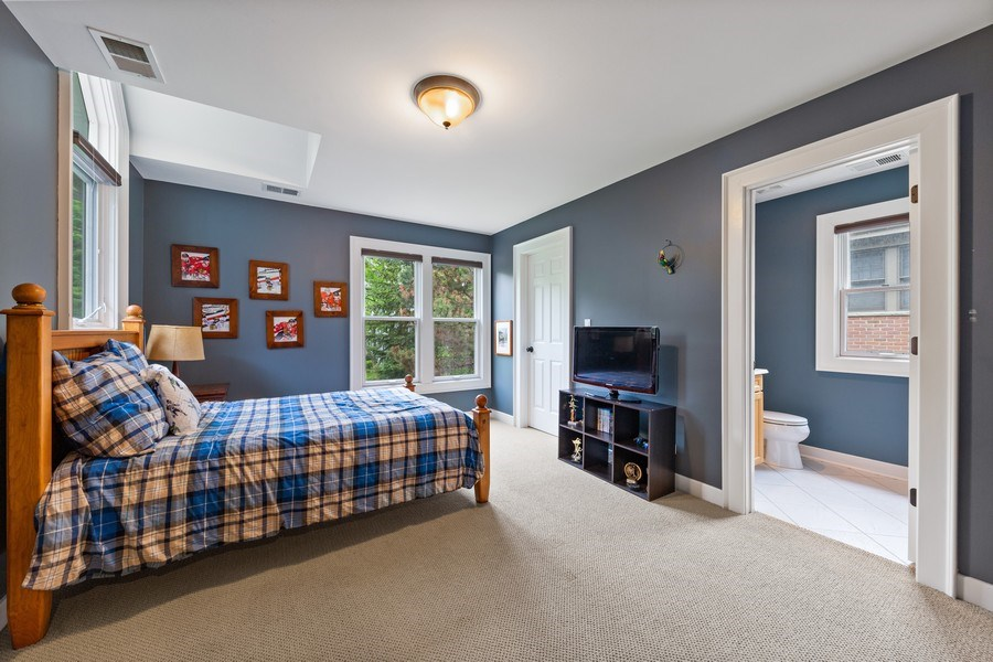 Real Estate Photography - 121 N Park Ave, Hinsdale, IL, 60521 - 2nd Bedroom