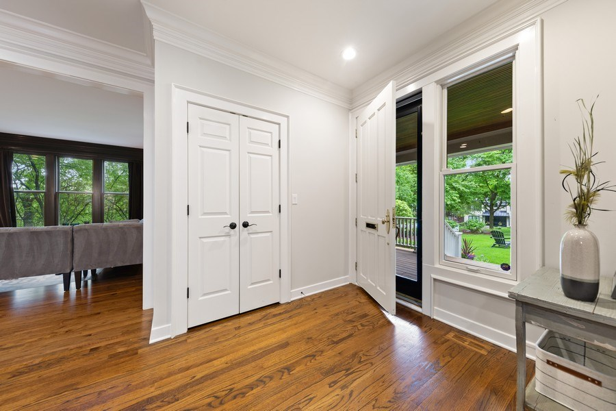 Real Estate Photography - 121 N Park Ave, Hinsdale, IL, 60521 - Foyer