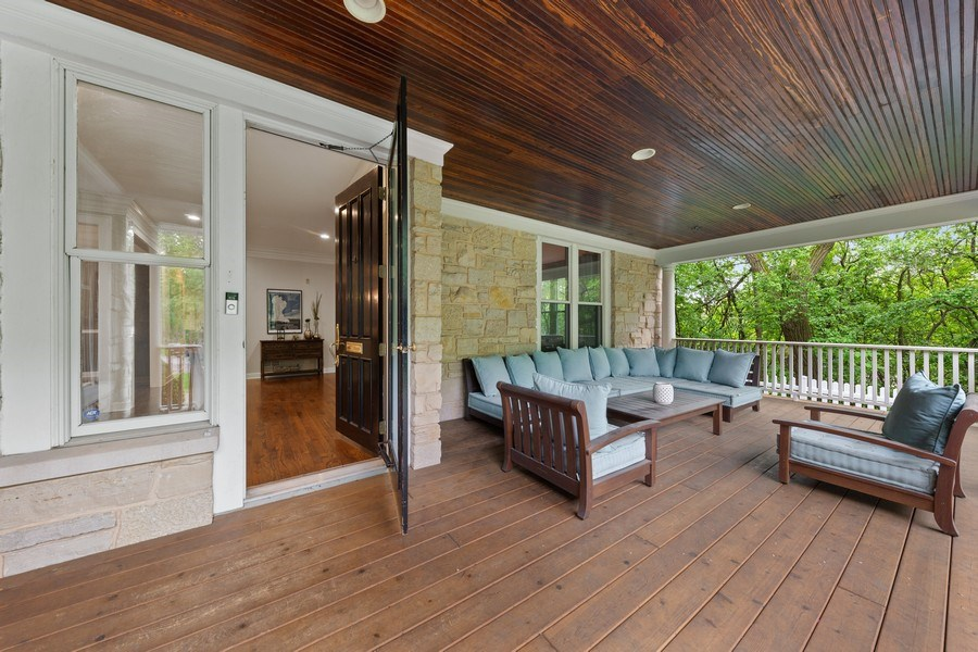 Real Estate Photography - 121 N Park Ave, Hinsdale, IL, 60521 - Porch