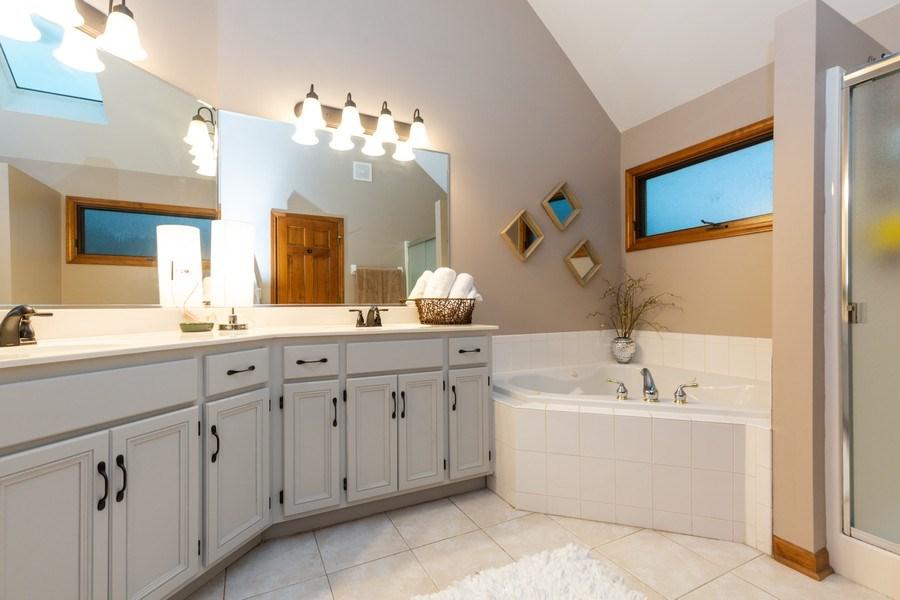 Real Estate Photography - 2167 Brookwood, South Elgin, IL, 60177 - Master Bathroom