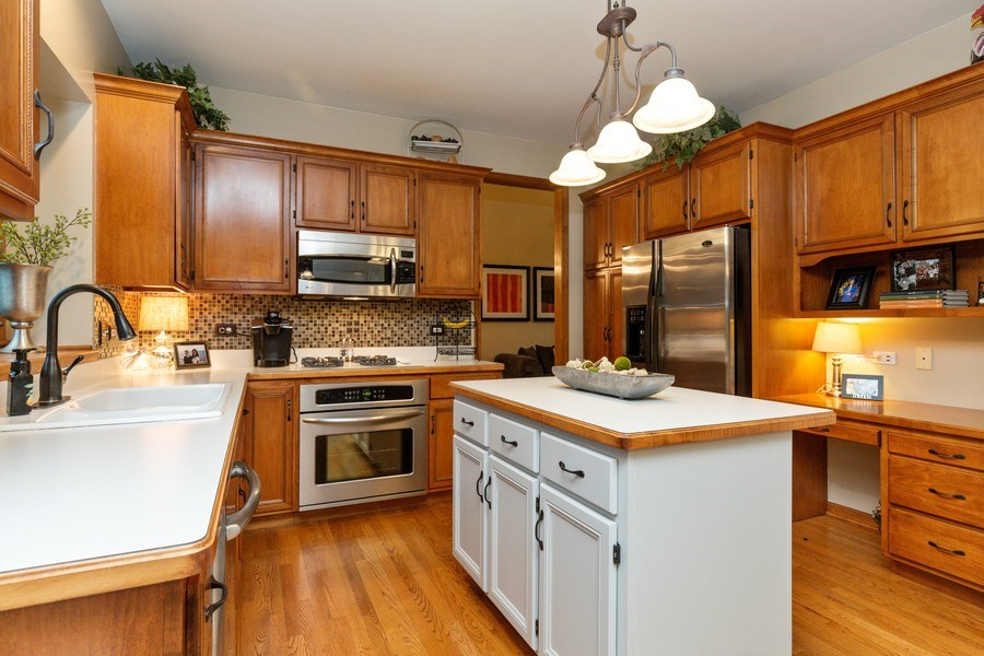Real Estate Photography - 2167 Brookwood, South Elgin, IL, 60177 - Kitchen