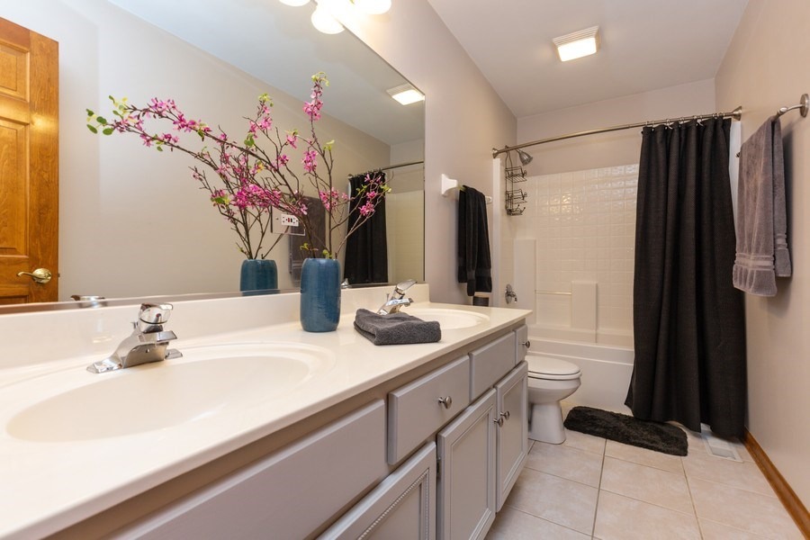 Real Estate Photography - 2167 Brookwood, South Elgin, IL, 60177 - Bathroom