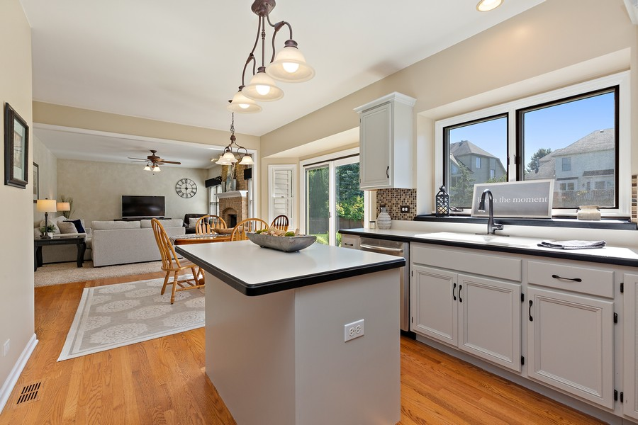 Real Estate Photography - 2167 Brookwood, South Elgin, IL, 60177 -