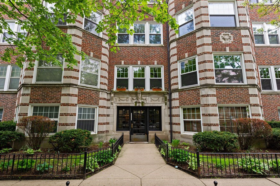 Real Estate Photography - 455 West Oakdale, Unit 3, Chicago, IL, 60657 - Exterior Front