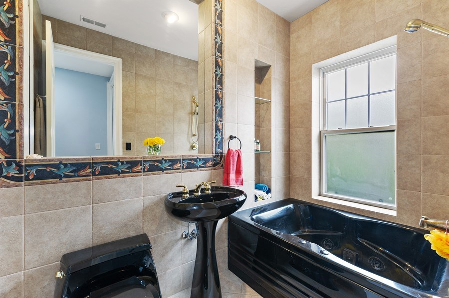 Real Estate Photography - 455 West Oakdale, Unit 3, Chicago, IL, 60657 - 2nd Bathroom
