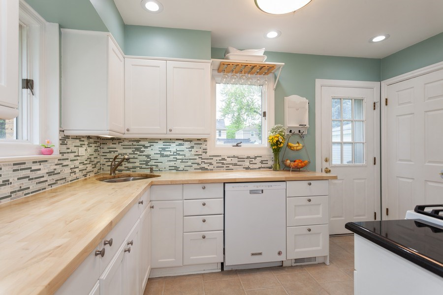 Real Estate Photography - 718 S. Chestnut, Arlington Heights, IL, 60005 - Kitchen