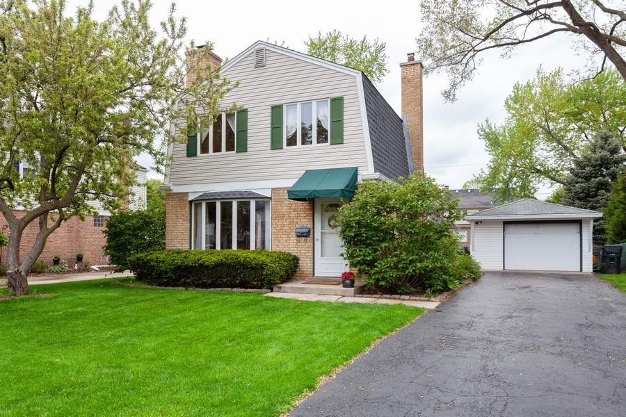 Real Estate Photography - 718 S. Chestnut, Arlington Heights, IL, 60005 - Front View