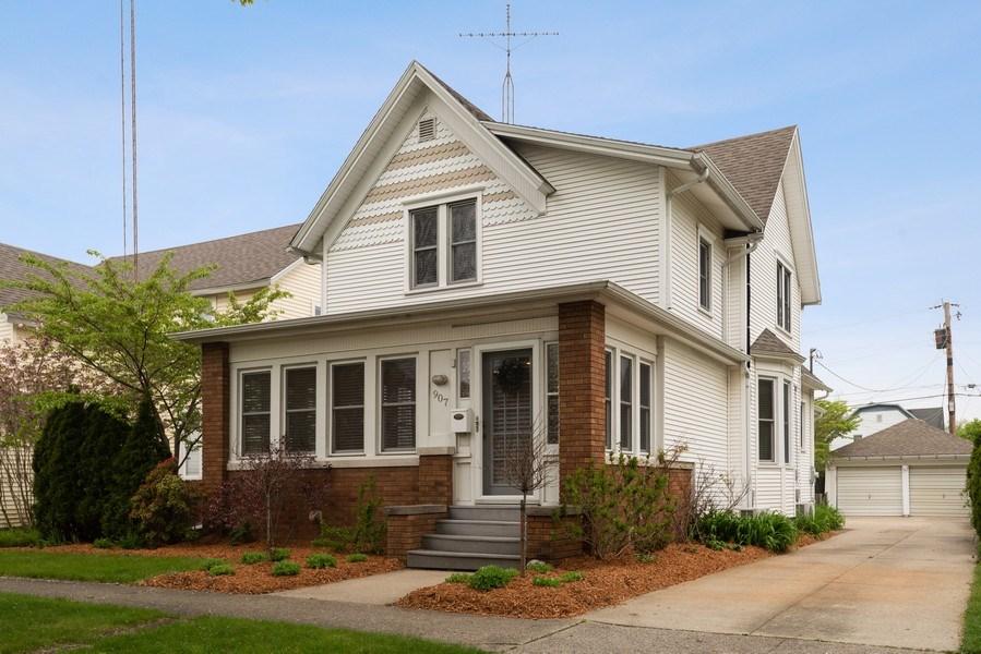 Real Estate Photography - 907 Michigan St, St Joseph, MI, 49085 - Front View