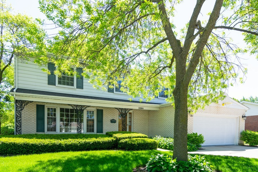 Real Estate Photography - 1739 N. Dover Lane, Arlington Heights, IL, 60004 - Side View