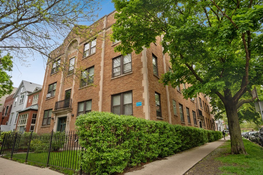 Real Estate Photography - 1020 West Barry Avenue, Unit 3, Chicago, IL, 60657 - Front View