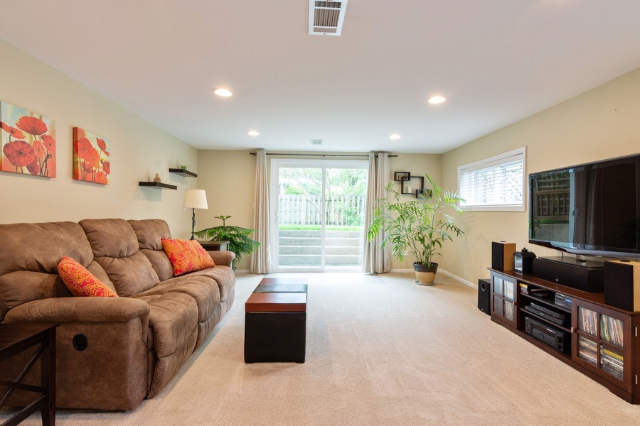 Real Estate Photography - 7 N Kaspar Ave, Arlington Heights, IL, 60005 - Family Room