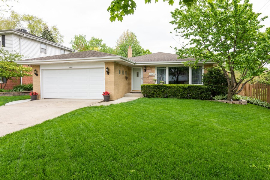 Real Estate Photography - 7 N Kaspar Ave, Arlington Heights, IL, 60005 - Front View