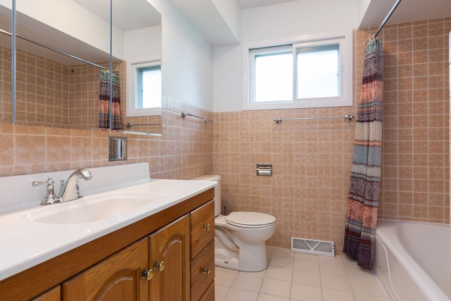 Real Estate Photography - 7 N Kaspar Ave, Arlington Heights, IL, 60005 - Bathroom