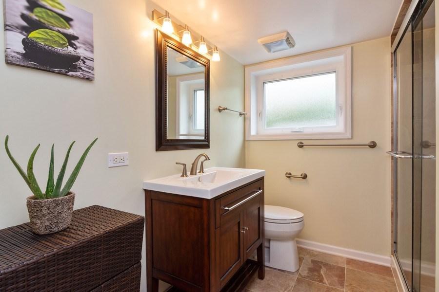 Real Estate Photography - 7 N Kaspar Ave, Arlington Heights, IL, 60005 - 2nd Bathroom