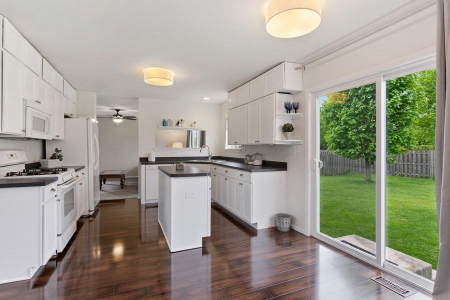 Real Estate Photography - 1374 S Dalton dr, Round Lake, IL, 60073 - Kitchen / Breakfast Room