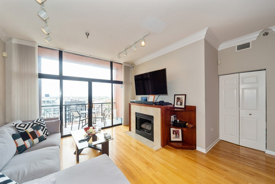 Real Estate Photography - 3232 N Halsted, #1008, Chicago, IL, 60657 - Living Room