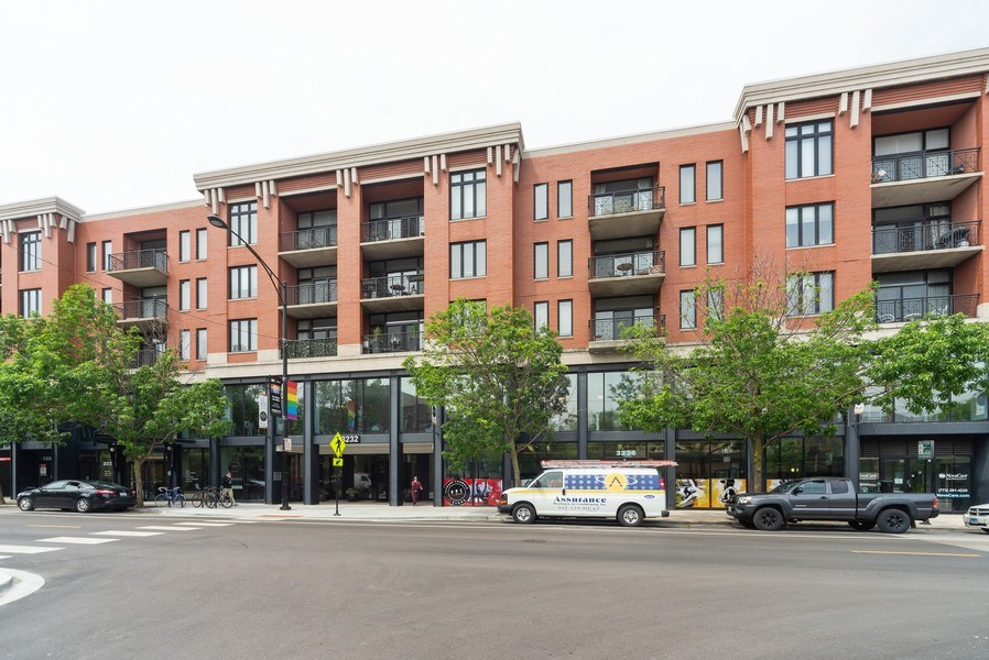 Real Estate Photography - 3232 N Halsted, #1008, Chicago, IL, 60657 - Front View