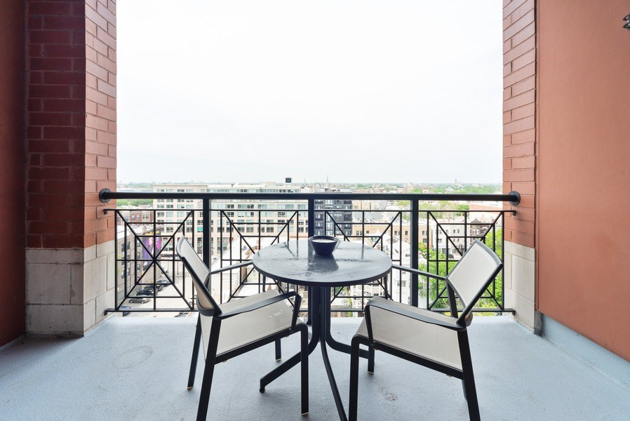 Real Estate Photography - 3232 N Halsted, #1008, Chicago, IL, 60657 - Porch