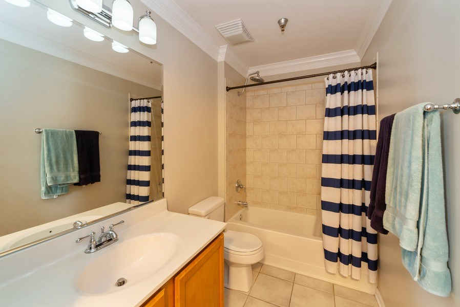Real Estate Photography - 3232 N Halsted, #1008, Chicago, IL, 60657 - Bathroom
